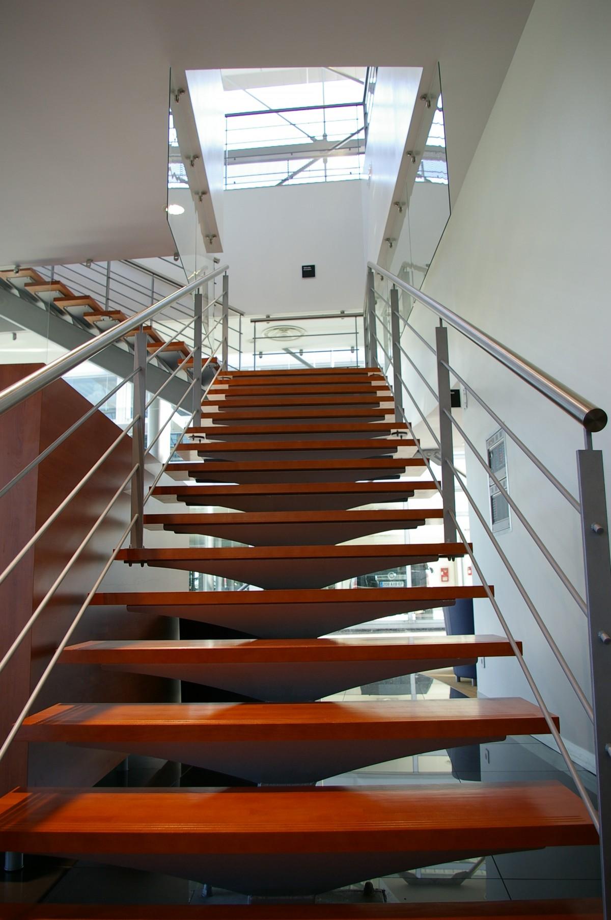 Lexus_escalier